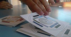 Juego de 13 cartas: una noche de juegos con diversión y meditación