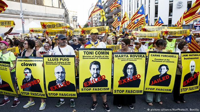 Miles de catalanes piden libertad de independentistas presos