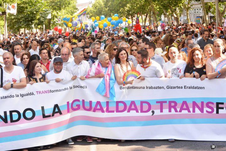 Pancarta cabeza Orgullo Madrid 2018