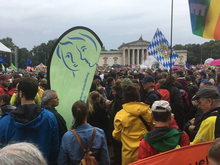 25.000 Menschen demonstrierten in München für Menschenrechte und gegen die Politik der Angst