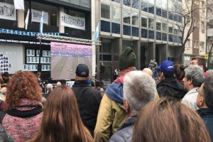 Sigue tensa situación tras despidos en agencia estatal argentina