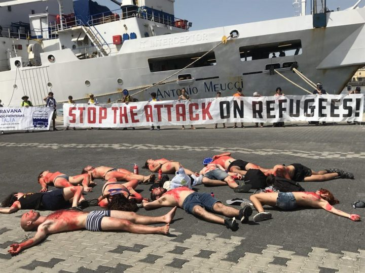 La Caravana abriendo fronteras denuncia la militarizzazione delle frontiere, la guerra come affare e la chiusura dei porti