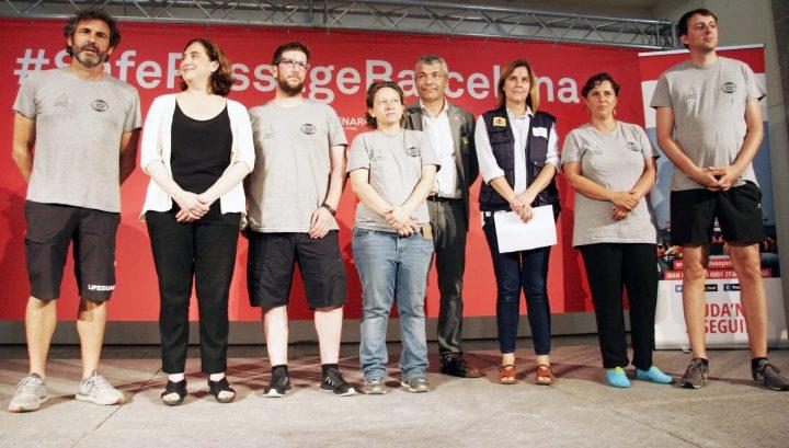 Barcelona rep l'Open Arms amb un acte reivindicatiu dirigit a Europa