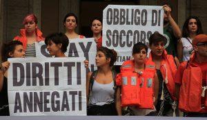 """Attivisti bloccano ingresso al Ministero dei Trasporti: """"Basta naufragi di stato"""""""