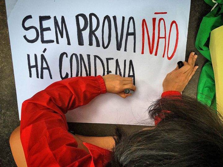 """Lula is not a prisoner. Today Lula is a kidnapped person."""