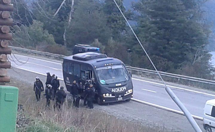 La policía reprime en la comunidad mapuche de Lago Mascardi