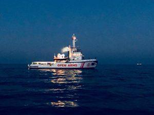 Migranti, la Open Arms di nuovo verso la Libia. Sfida #dapadre tra Salvini e Fratoianni