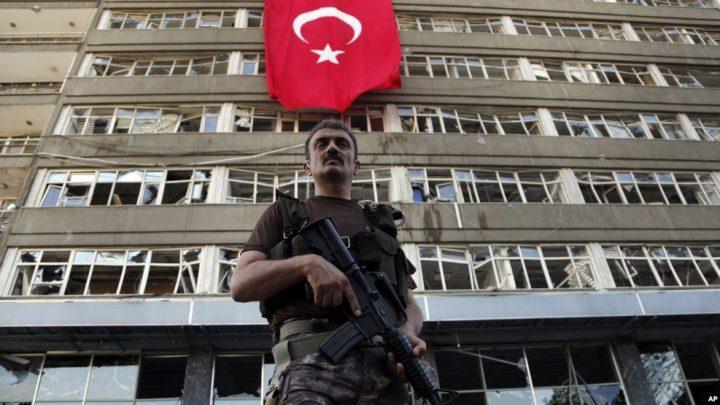 Turchia: il secondo anno dello stato d'emergenza