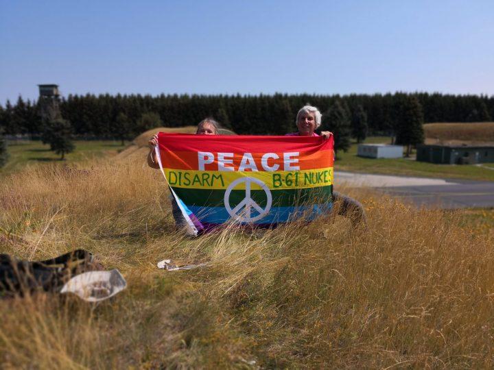 Activistas por la paz entran en la base aérea alemana que alberga bombas nucleares estadounidenses