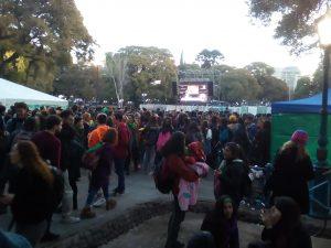 Manifestación esperando resolución a favor de la interrupción del embarazo en Mendoza, Argentina