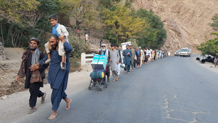 01_Zindani_leading_the_walk_to_the_Northern_regions_of_Afghanistan