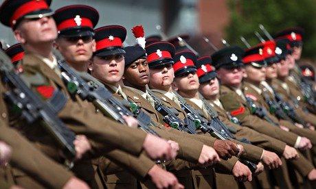 [RU] Alarma por la participación de niños en los actos del Día de las Fuerzas Armadas
