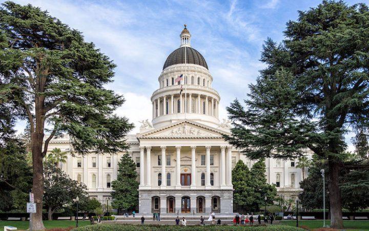 La California invia una importante risoluzione contro le armi nucleari al Presidente degli Stati Uniti