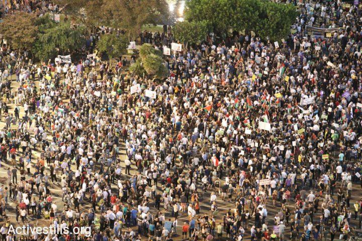 Άραβες και Εβραίοι σε κοινή διαμαρτυρία στο Τελ Αβίβ