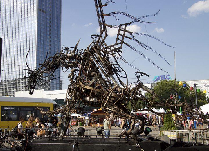 Drachen auf dem Alexanderplatz
