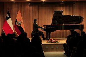 Concierto del pianista ecuatoriano Boris Cepeda en Santiago de Chile