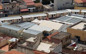 Un gruppo di minori stranieri non accompagnati detenuti illegalmente nell'hotspot di Messina