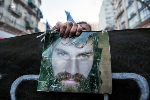 Sessão de estreia do documentário que homenageia Santiago Maldonado sofre ataque