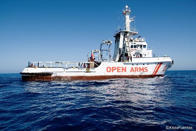 Le bateau 'Open Arms' débarque dans le port de Algesiras les 87 personnes sauvées dans la Méditerranée centrale