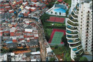 Confini o frontiere: perché innalziamo muri?