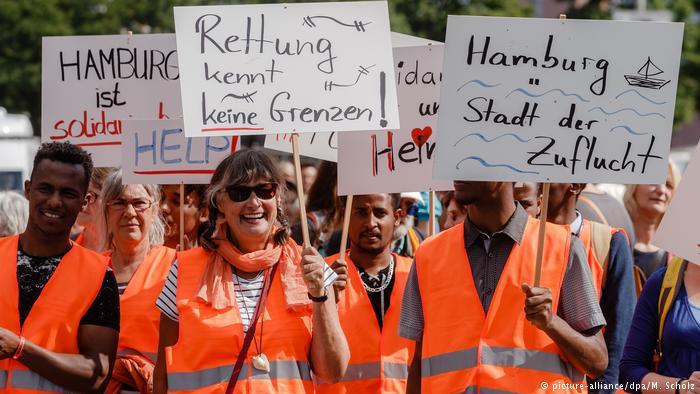 Tausende demonstrieren für Seenotrettung von Flüchtlingen