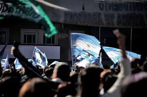 Após nova tensão cambial, Argentina espera anúncio de pacote econômico