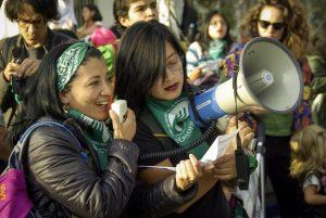 Une marée verte pour l'avortement gratuit s'intensifie en Équateur