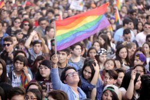 Chile: Comisión Familia y Adulto Mayor aprobó adopción homparental para discutirse en Sala