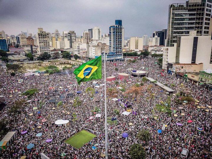 Événement historique des femmes contre le fascisme au Brésil
