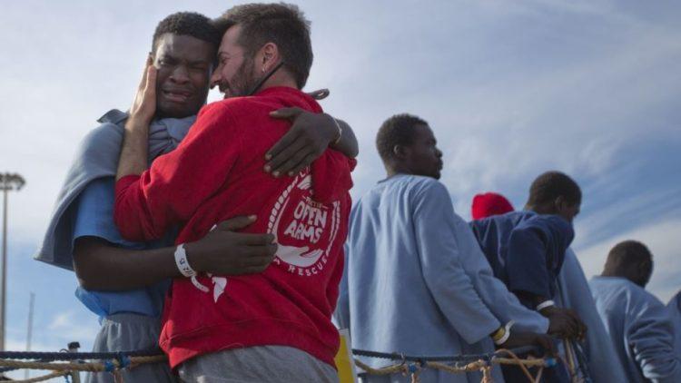 Riccardo Gatti di Open Arms: l'obiettivo dei governi è far calare il silenzio su ciò che succede nel Mediterraneo e in Libia