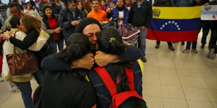 Comment est-il possible que des milliers de rapatriés vénézuéliens retournent à cette dictature atroce ?