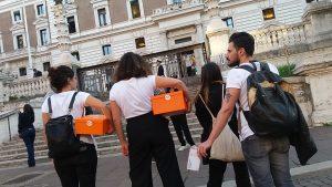 La sommossa epistolare arriva al Viminale: consegnate le cartoline al ministro Salvini