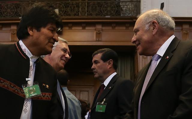 """Corte de La Haya desecha demanda boliviana pero llama a países al """"diálogo e intercambio en espíritu de buena vecindad"""""""