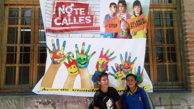 Instituto Nacional Mejía en campaña por la noviolencia activa