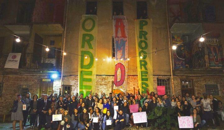 Porto Alegre: artistas, acadêmicos e comunidade do Vila Flores fazem ato pela paz