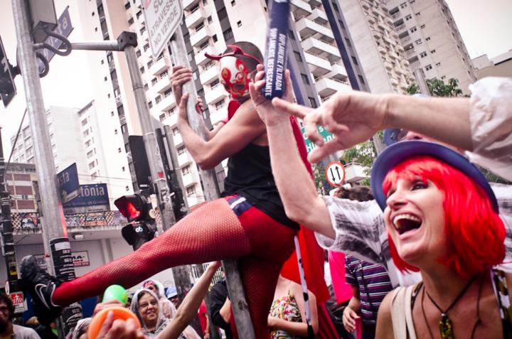 Contra Bolsonaro: 325 Blocos de Carnaval de todo Brasil lanzan manifiesto