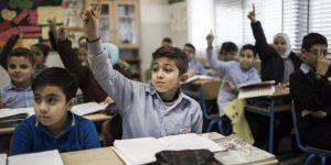 """Διευθύντρια 5ου Δημοτικού Σχολείου Χίου: να σταματήσει η """"παγκόσμια βιομηχανία παραγωγής προσφύγων""""!"""