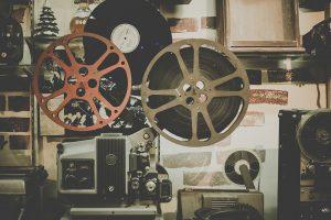 Projeto 'Cine Birita' promove sessão com cinema, política e cerveja neste domingo