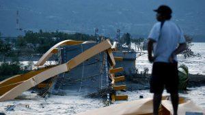 Más de mil personas han muerto tras tsunami en Indonesia