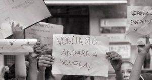 Lodi, raccolti oltre 60.000 euro per i bambini stranieri esclusi da mense e scuolabus