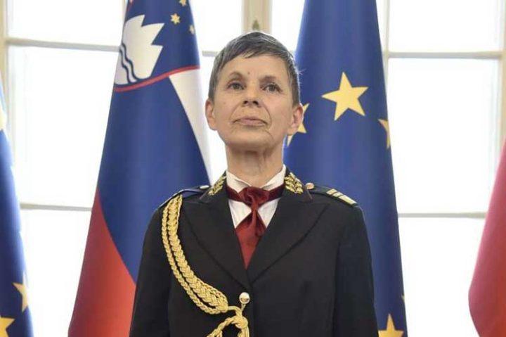 Una mujer al frente de las fuerzas armadas de Eslovenia