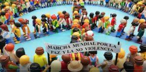 """Diorama de Playmobil con recorrido """"2 Marcha Mundial por la Paz y la Noviolencia"""""""