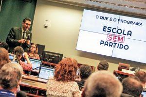 Entidades de 87 países assinam moção contra censura a professores