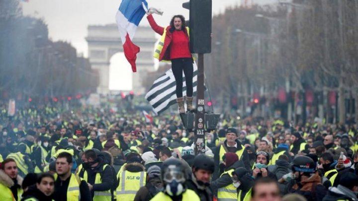 """Τα """"κίτρινα γιλέκα"""" για δεύτερο σάββατο στους δρόμους του Παρισιού"""