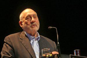 """Joseph Stiglitz: """"El poder del mercado es abuso de poder"""""""
