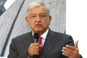 Llama López Obrador a rescatar valores y raíces en México