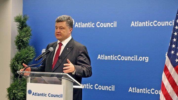 Parlamento da Ucrânia aprova decreto de lei marcial após ataques a navios na Crimeia