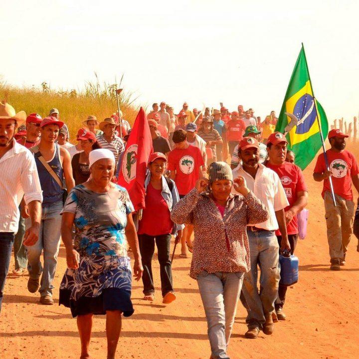 Brasil / Pedido de solidaridad: Fascismo muestra las garras y amenaza con desalojar 450 familias