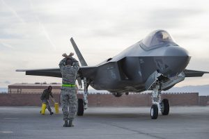 Chiudere subito lo stabilimento degli F-35