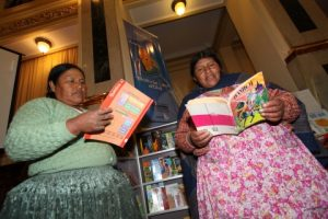 Bolivia: Más de 2.700 personas se gradúan bajo el programa de Post Alfabetización en El Alto